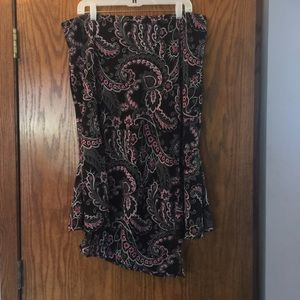 Skirt with handkerchief hem.